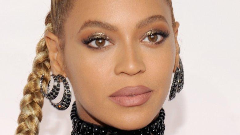 Beyoncé von Sanaa Lathan ins Gesicht gebissen