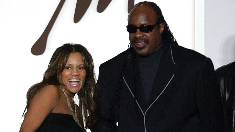 Stevie Wonder mit der damaligen Frau Kai Millard Morris bei einer Veranstaltung