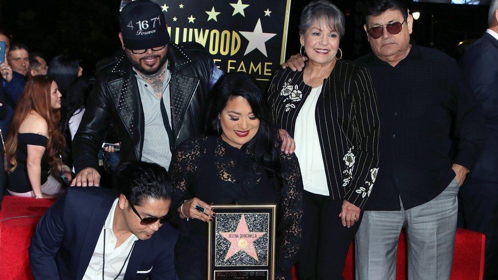 Chris Pérez, AB Quintanilla, Suzette Quintanilla, Marcella Quintanilla und Abraham Quintanilla beim Hollywood Walk of Fame