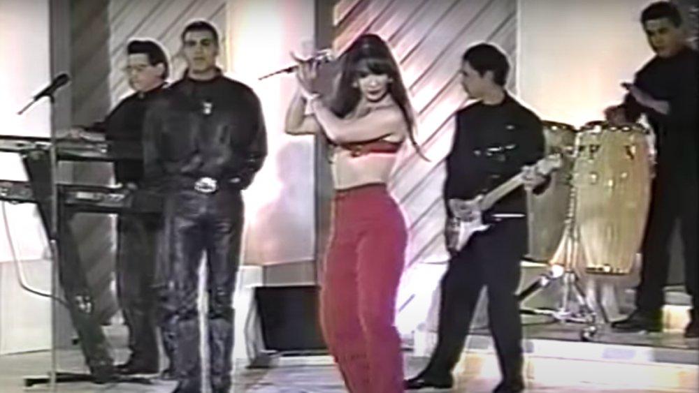 Selena Quintanilla und Los Dinos treten auf