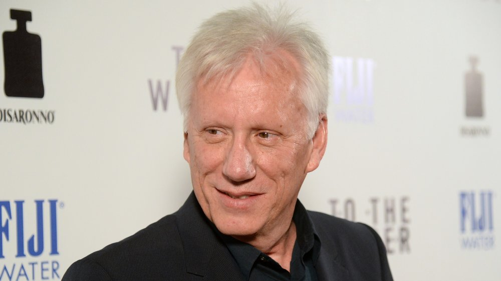 James Woods lächelte