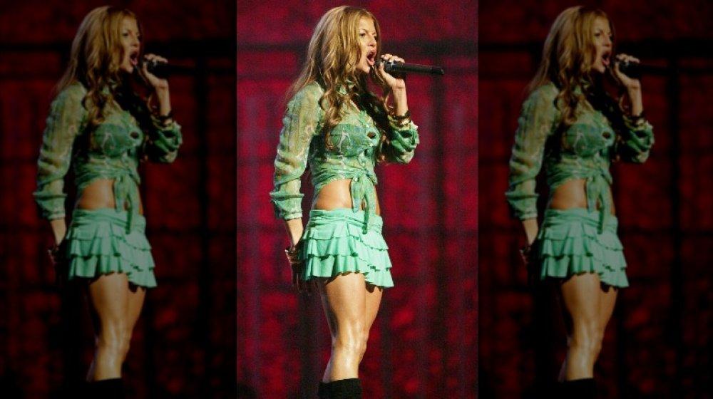 Fergie singt auf der Bühne bei Grammys Party