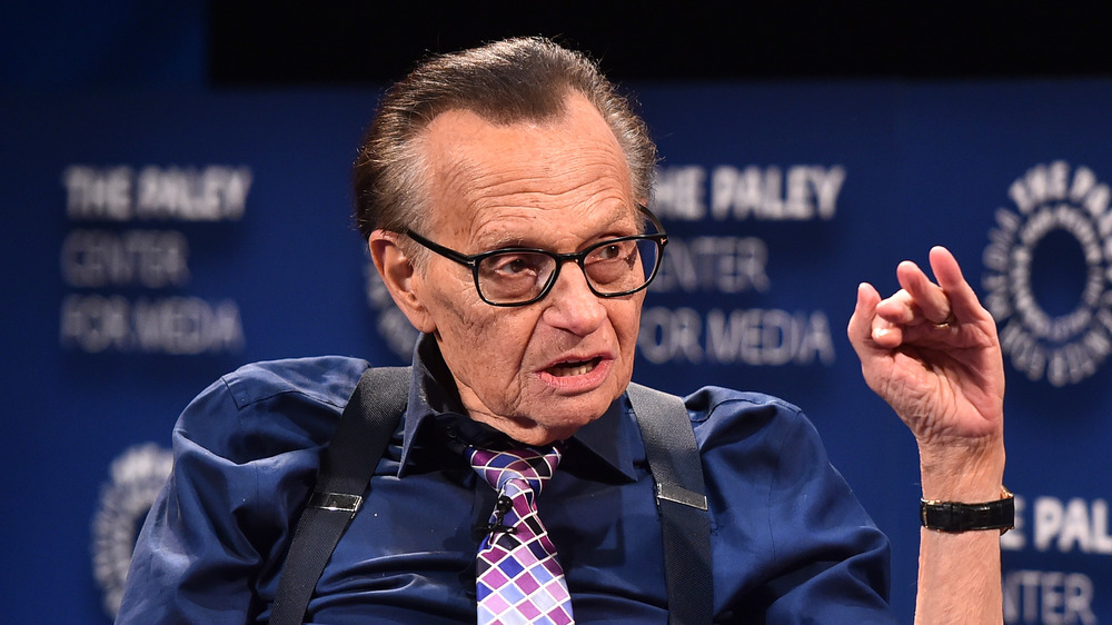 Larry King gibt ein Interview