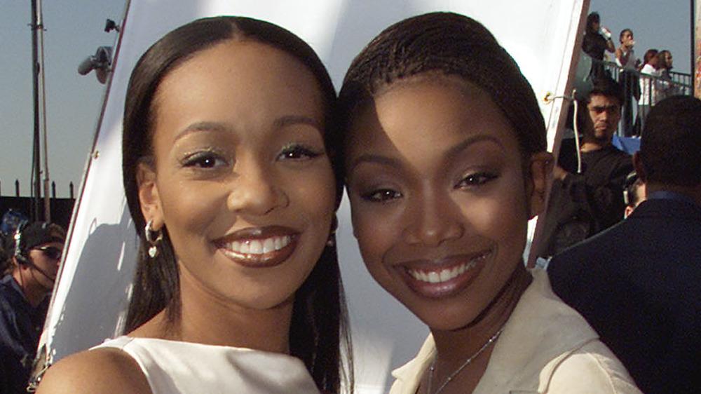 Monica und Brandy lächeln zusammen