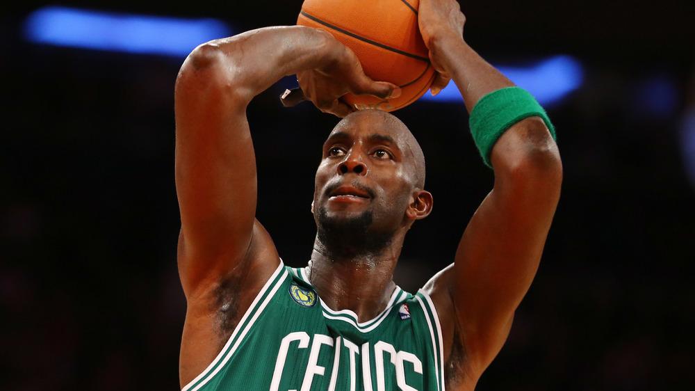 Kevin Garnett spielt Basketball