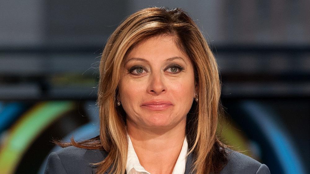 Maria Bartiromo schaut aus der Kamera
