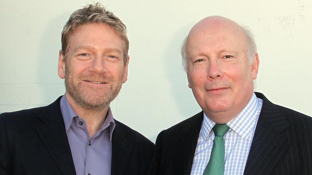 Kenneth Branagh und Julian Fellowes lächeln