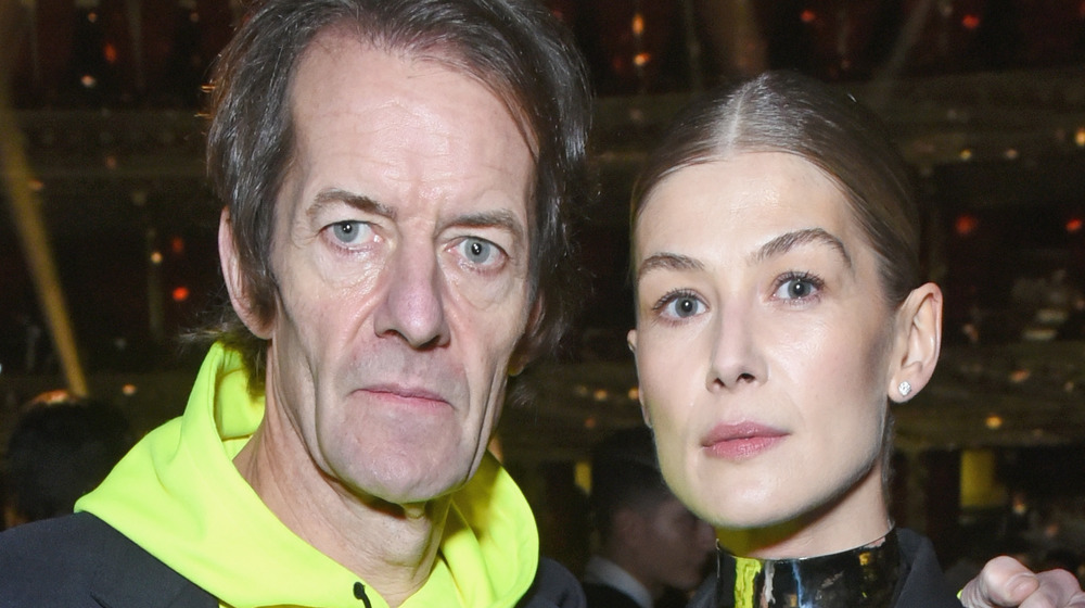 Robie Uniacke und Rosamund Pike nehmen an einer Veranstaltung teil