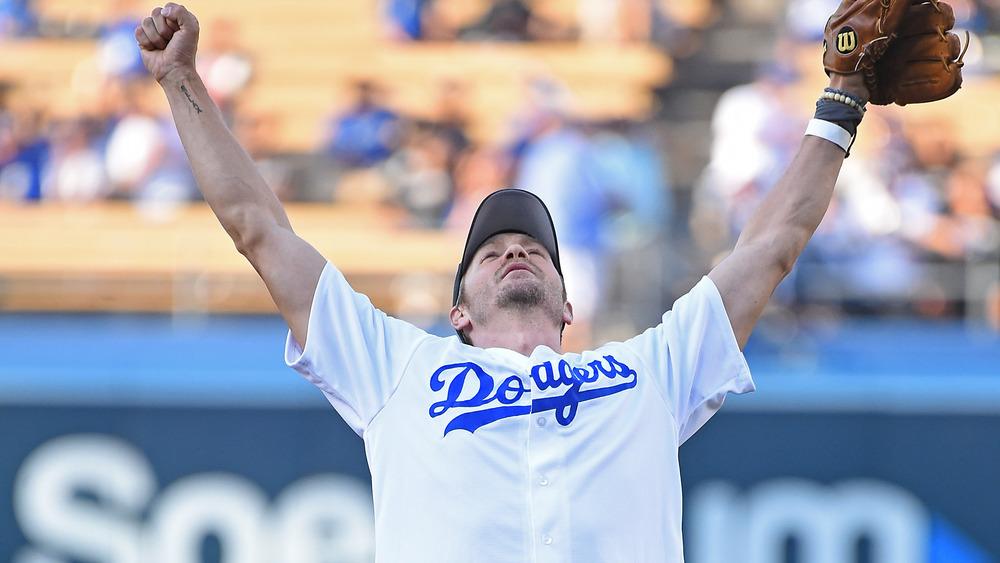 Chad Michael Murray auf dem Baseballfeld