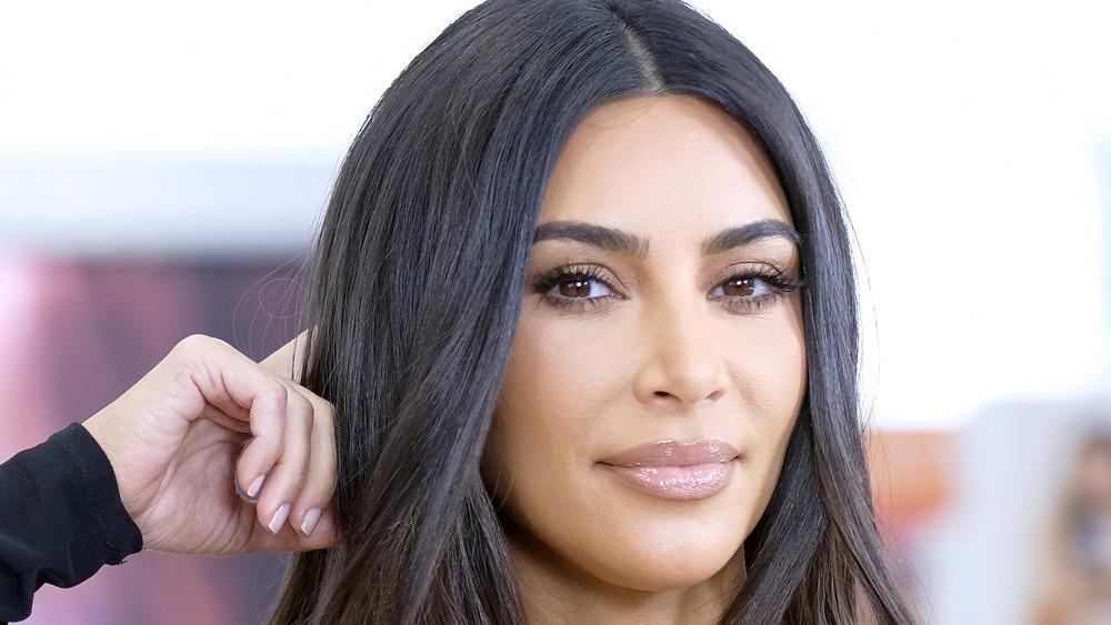 Kim Kardashian posiert bei einem KKW-Event