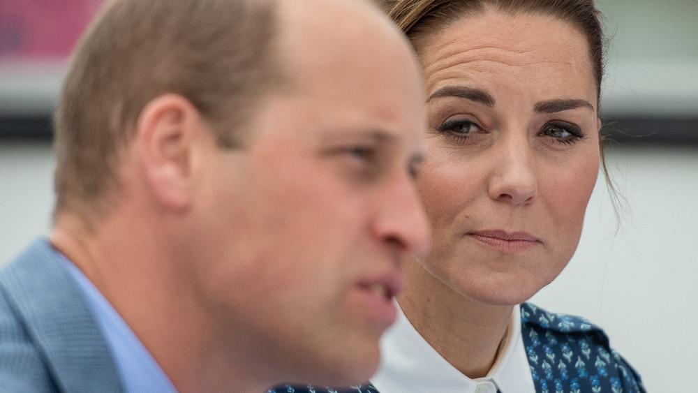 Prinz William und Kate Middleton starren