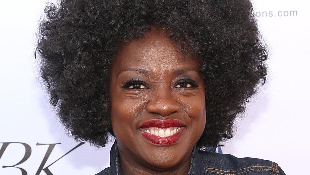 Viola Davis auf einem roten Teppich