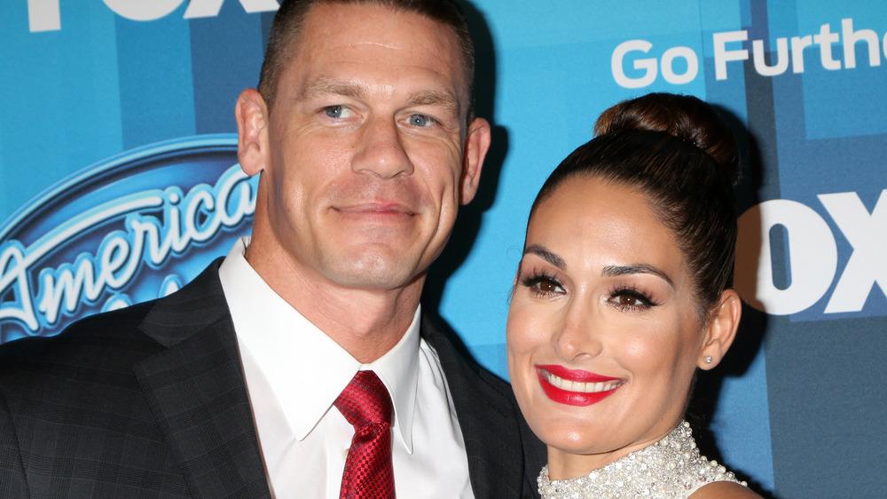John Cena und Nikki Bella lächeln