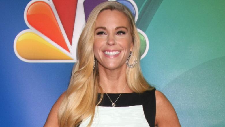 Kate Gosselin lächelt auf dem roten Teppich
