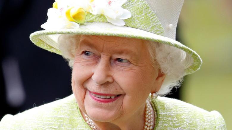 Königin Elizabeth lächelt