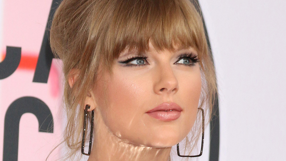 Taylor Swift posiert