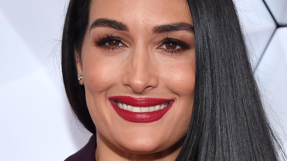Nikki Bella lächelte