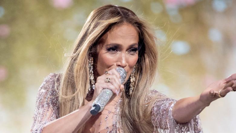 Jennifer Lopez singt während Vax Live von Global Citzen