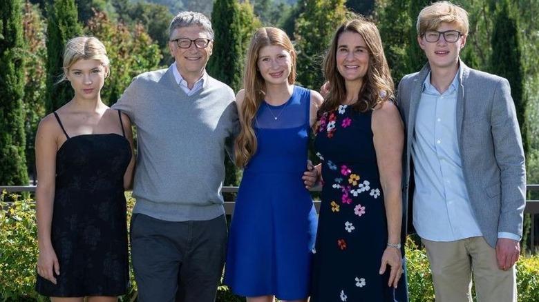 Die Familie Gates posiert für ein Bild