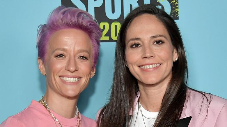 Megan Rapinoe und Sue Bird lächeln