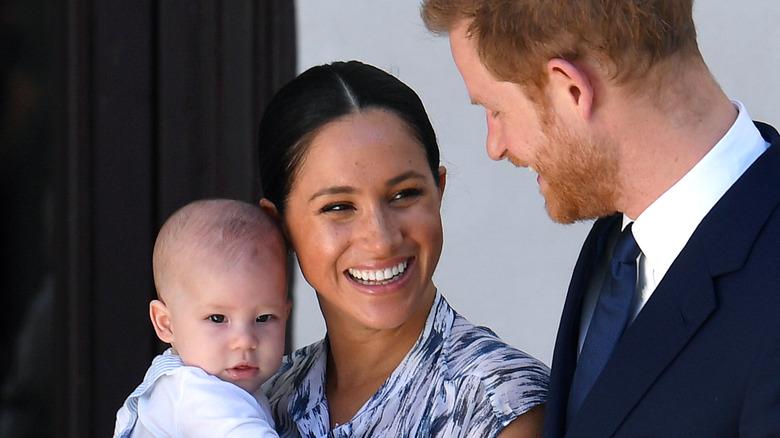 Archie, Meghan Markle und Prinz Harry lächeln