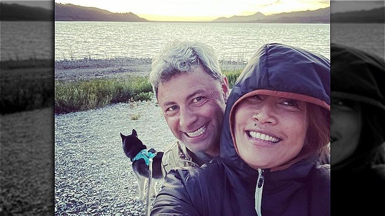 Carrie Ann Inaba und Fabien Viteri lächeln