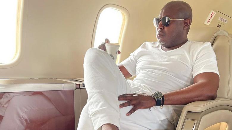 Simon Guobadoia im Flugzeug