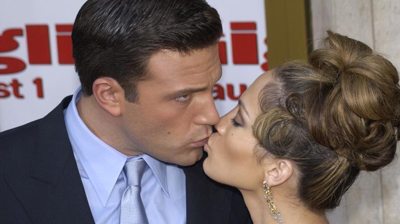 Ben Affleck küsst Jennifer Lopez