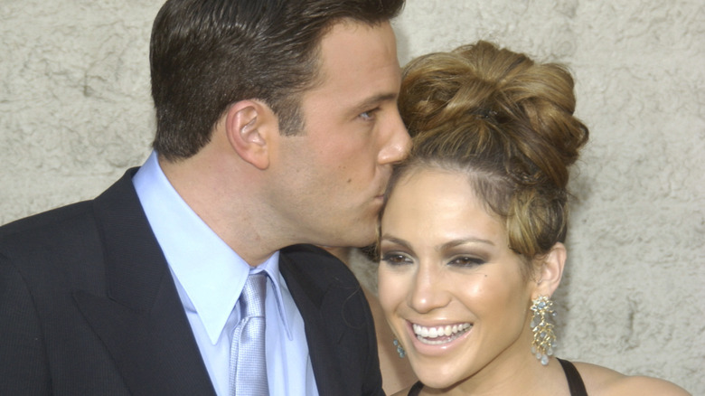 Ben Affleck und Jennifer Lopez teilen sich einen Kuss