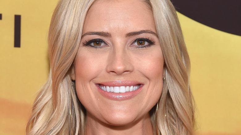Christina Haack, roter Teppich 2019, lächelnd, Make-up tragend, blondes Haar nach unten