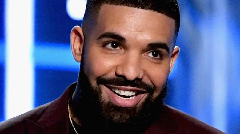 Drake nimmt die Auszeichnung entgegen