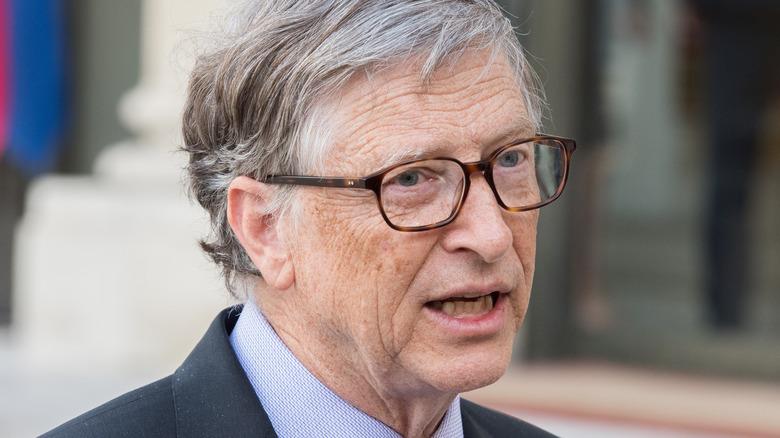 Bill Gates im Gespräch mit Reportern