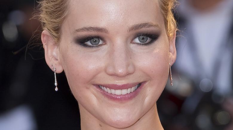 Jennifer Lawrence rauchiges Auge