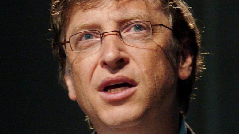 Bill Gates mit neutralem Ausdruck
