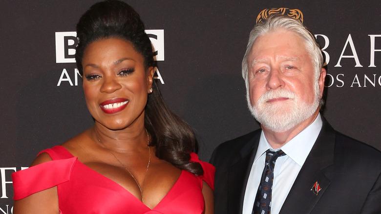 Lorraine Toussaint und Michael Tomlinson, beide lächeln