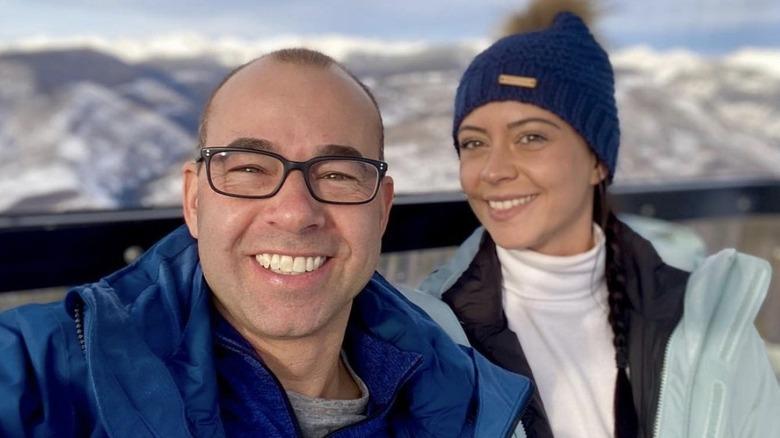 James Murray und Melyssa Davies beim Skiausflug