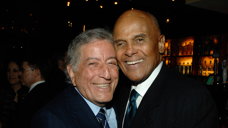 Tony Bennett und Harry Belafonte lächeln