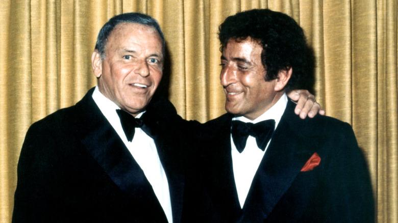 Tony Bennett und Frank Sinatra lächeln