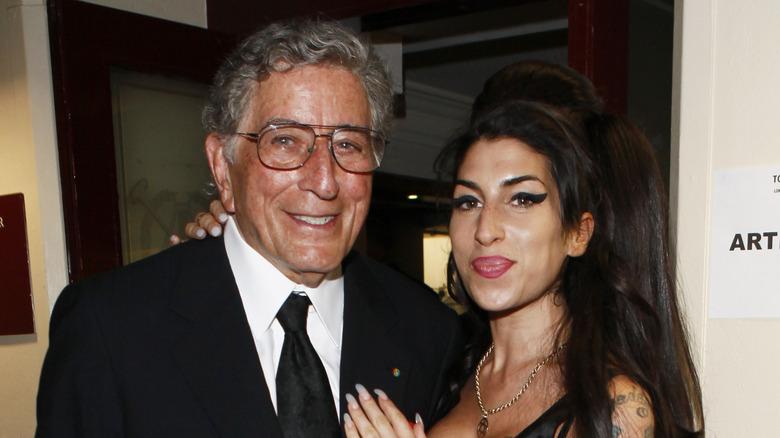 Tony Bennett und Amy Winehouse lächeln