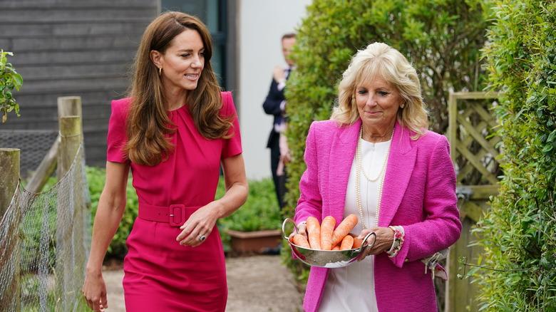 Kate Middleton im Gespräch mit Jill Biden