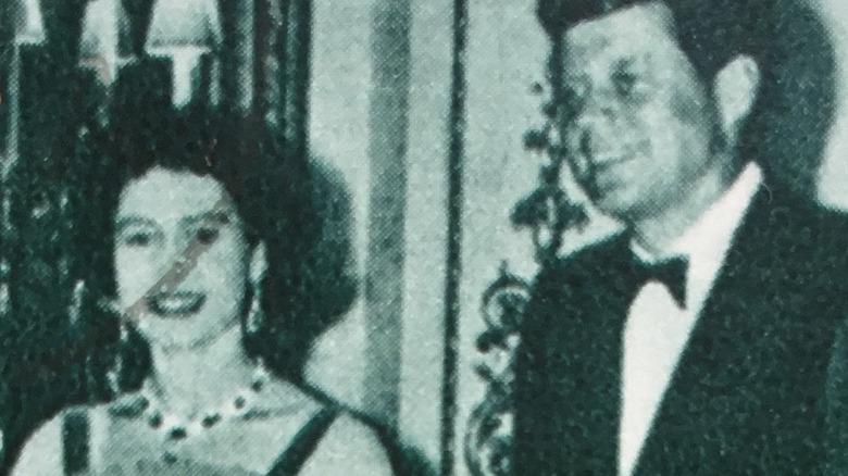 Queen Elizabeth und JFK, beide lächelnd auf Briefmarke post