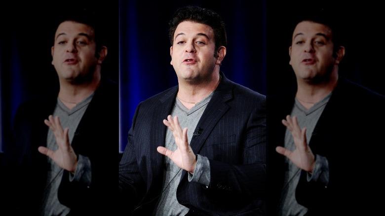Adam Richman spricht mit den Händen