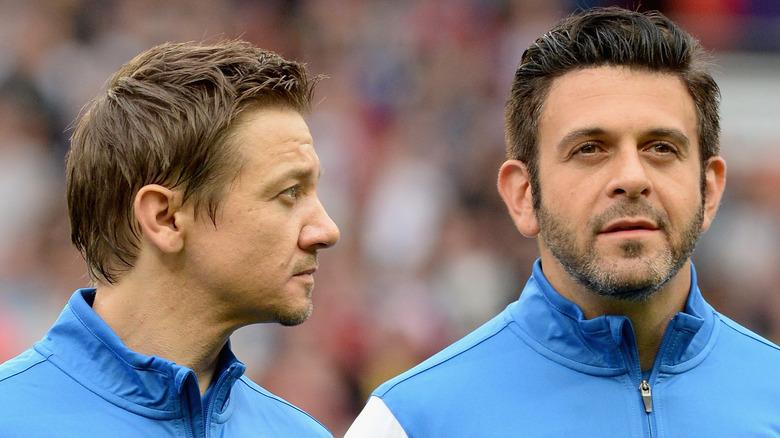 Jeremy Renner und Adam Richman bei Soccer Aid 2014