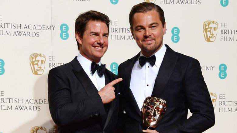 Tom Cruise zeigt auf Leonardo DiCaprio
