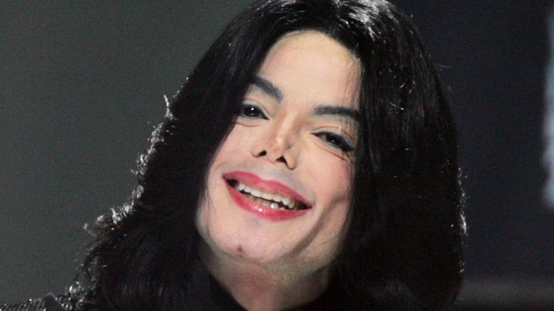 Michael Jackson lächelt