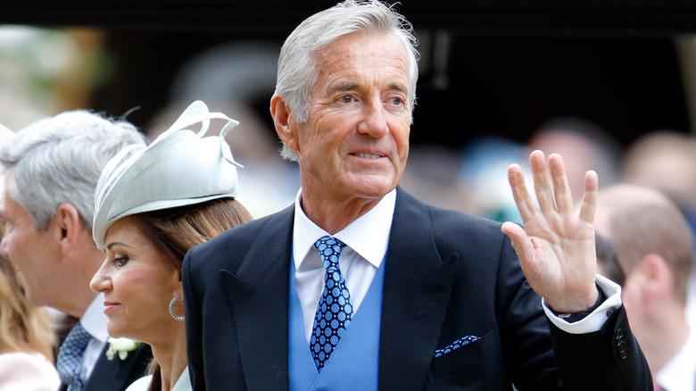 Pippa Middletons Schwiegervater David Matthews winkt