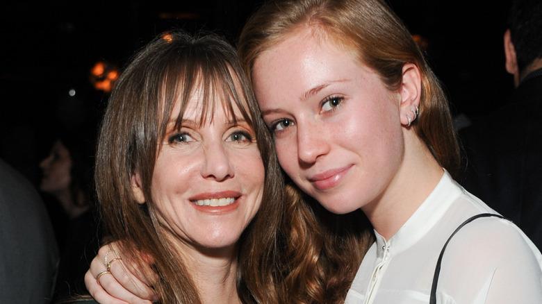 Laraine Newman und Hannah Einbinder, beide lächeln