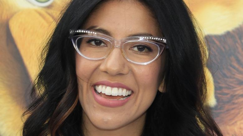 Stephanie Beatriz mit Brille