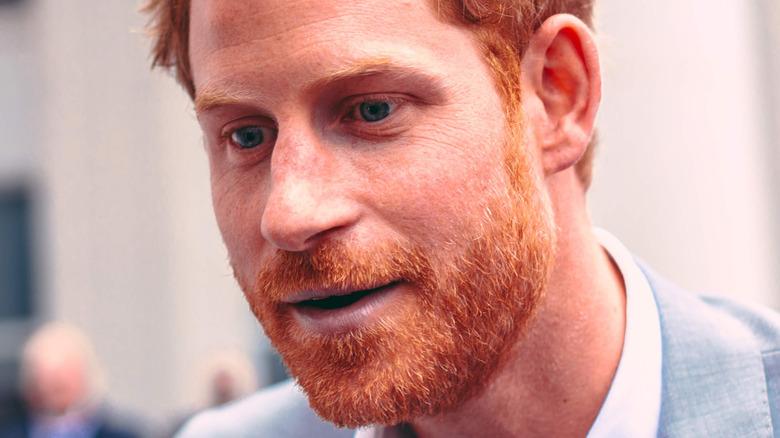 Prinz Harry lehnte sich aufrichtig an