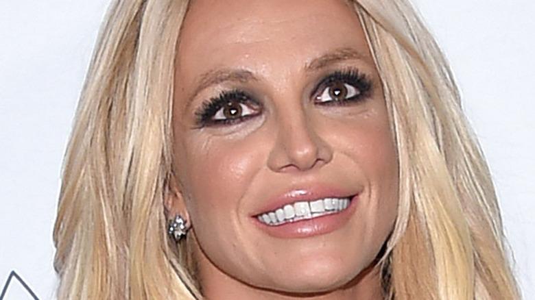 Britney Spears roter Teppich lächelt